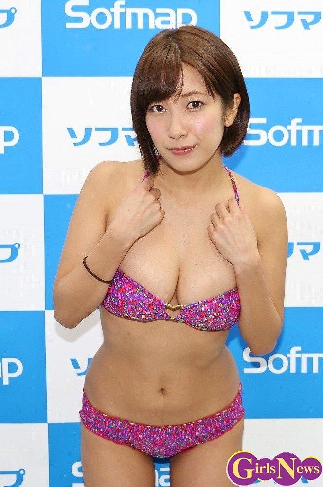 DVD&ブルーレイ「Impress」の発売を記念して秋葉原ソフマップでイベントを行った元SKE48の佐藤聖羅