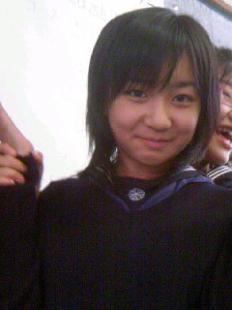 中学時代、制服姿の佳子さま