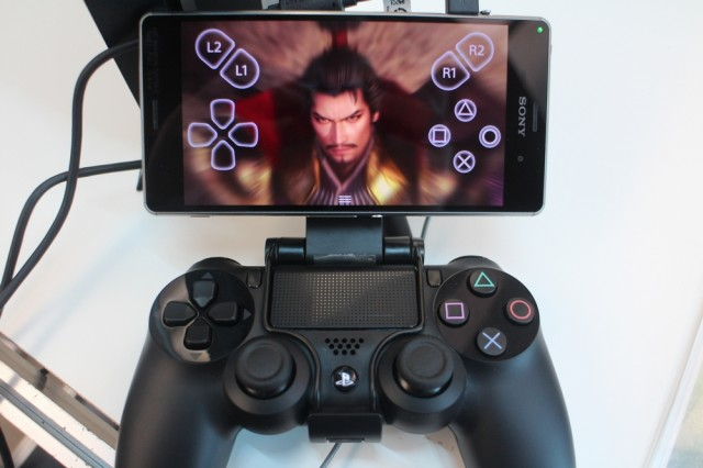 PS4用のコントローラを付けたXperiaZ3