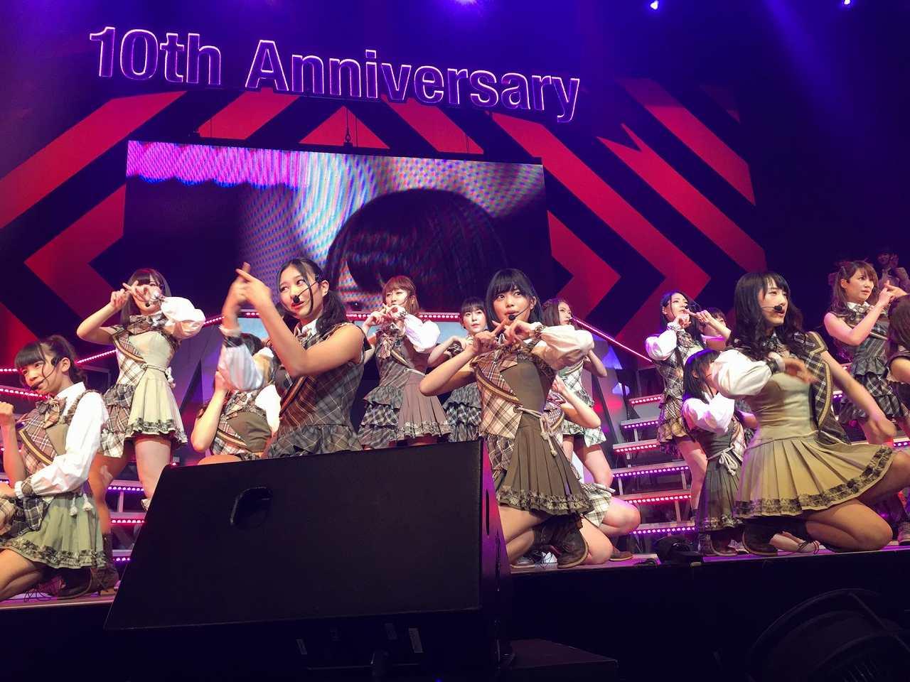 コンサートで歌うSKE48の松井玲奈