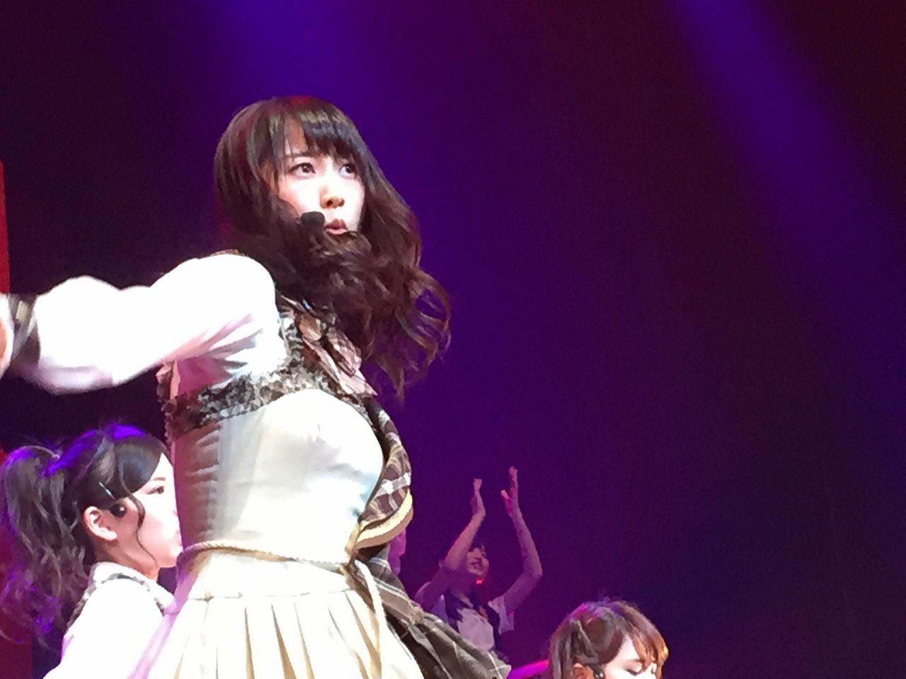コンサートで歌うSKE48の松井玲奈の乳首ぽち