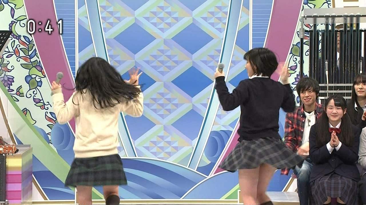 NHKのど自慢でパンチラした制服姿のJK