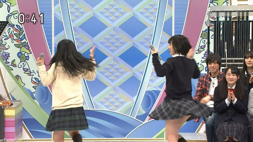 NHKのど自慢でパンチラした制服姿の女子高生