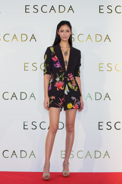 「ESCADA」のイベントに登場したセクシードレスの菜々緒