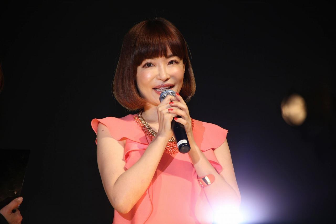 写真集ボックス「『heaven』プレミアムBOX」発売記者会見の平子理沙