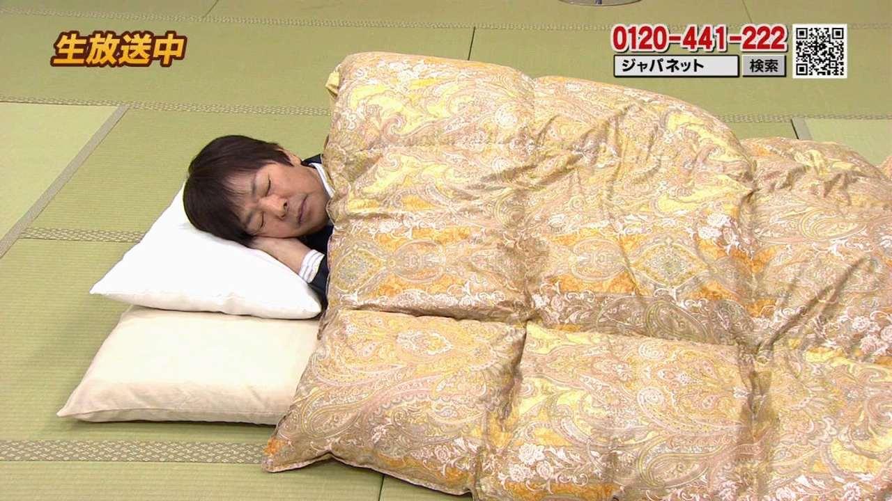 布団で寝るジャパネットたかたの高田明社長