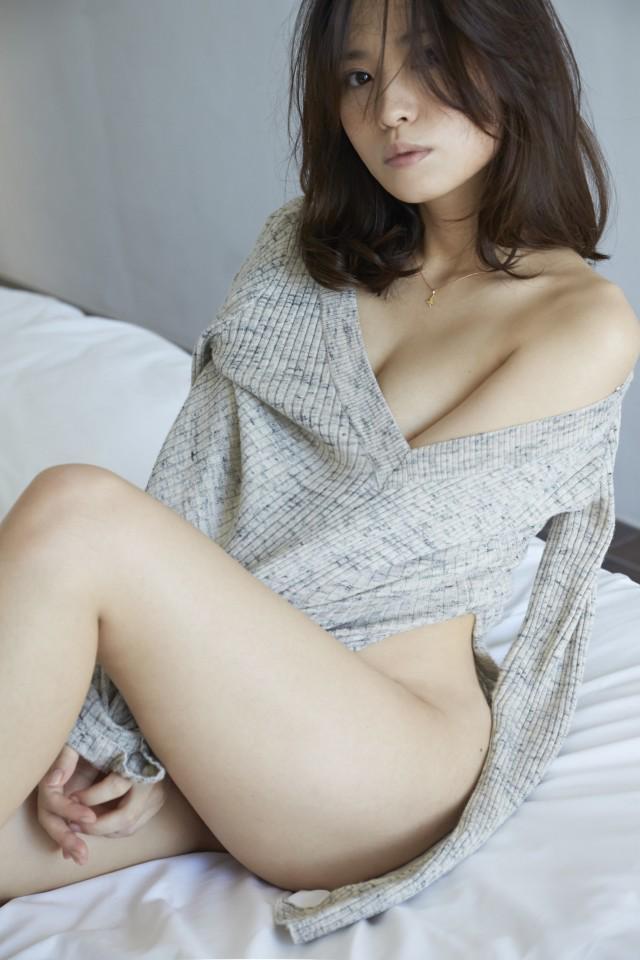 最新写真集「YUI」で過去最高のセクシーショットを披露している市川由衣