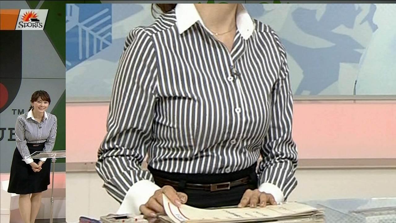 ボーダーで強調された杉浦友紀アナの胸