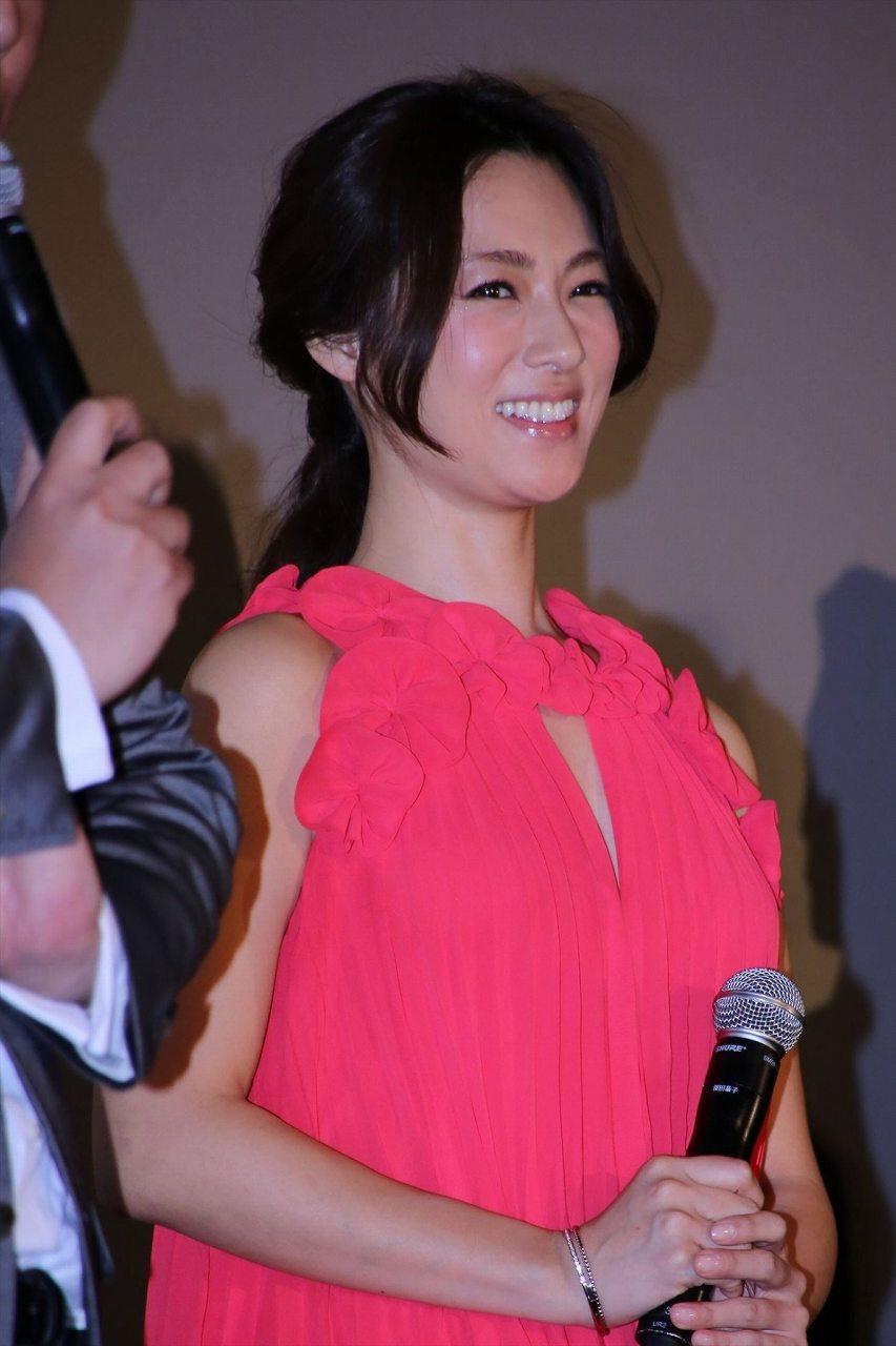 映画『ジョーカー・ゲーム』の初日舞台あいさつに登場した深田恭子