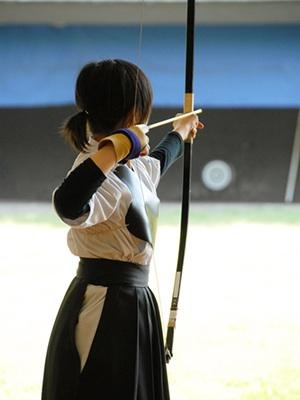 剣道の胴着を着た女の子