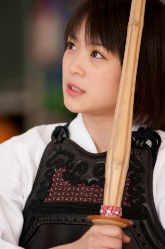 映画「武士道シックスティーン」で剣道の胴着を着た北乃きい
