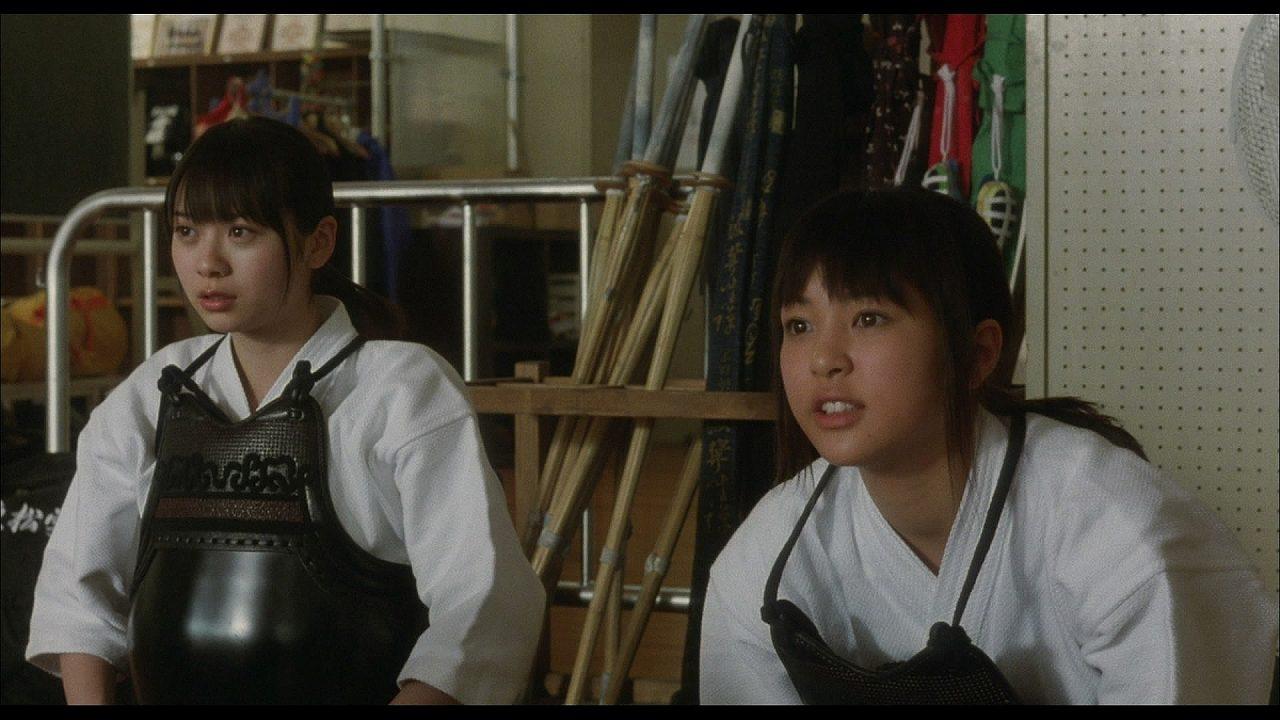 映画「武士道シックスティーン」で剣道の胴着を着た山下リオ