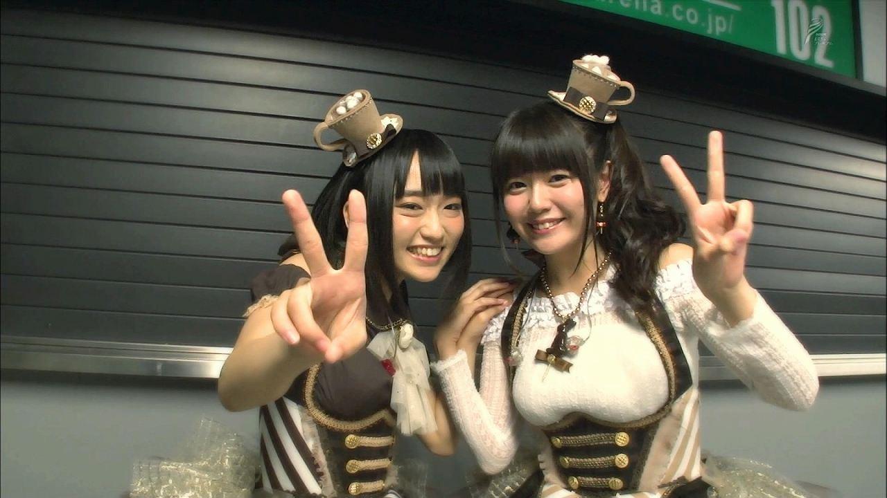 胸が最強に強調される服を着た竹達彩奈と悠木碧