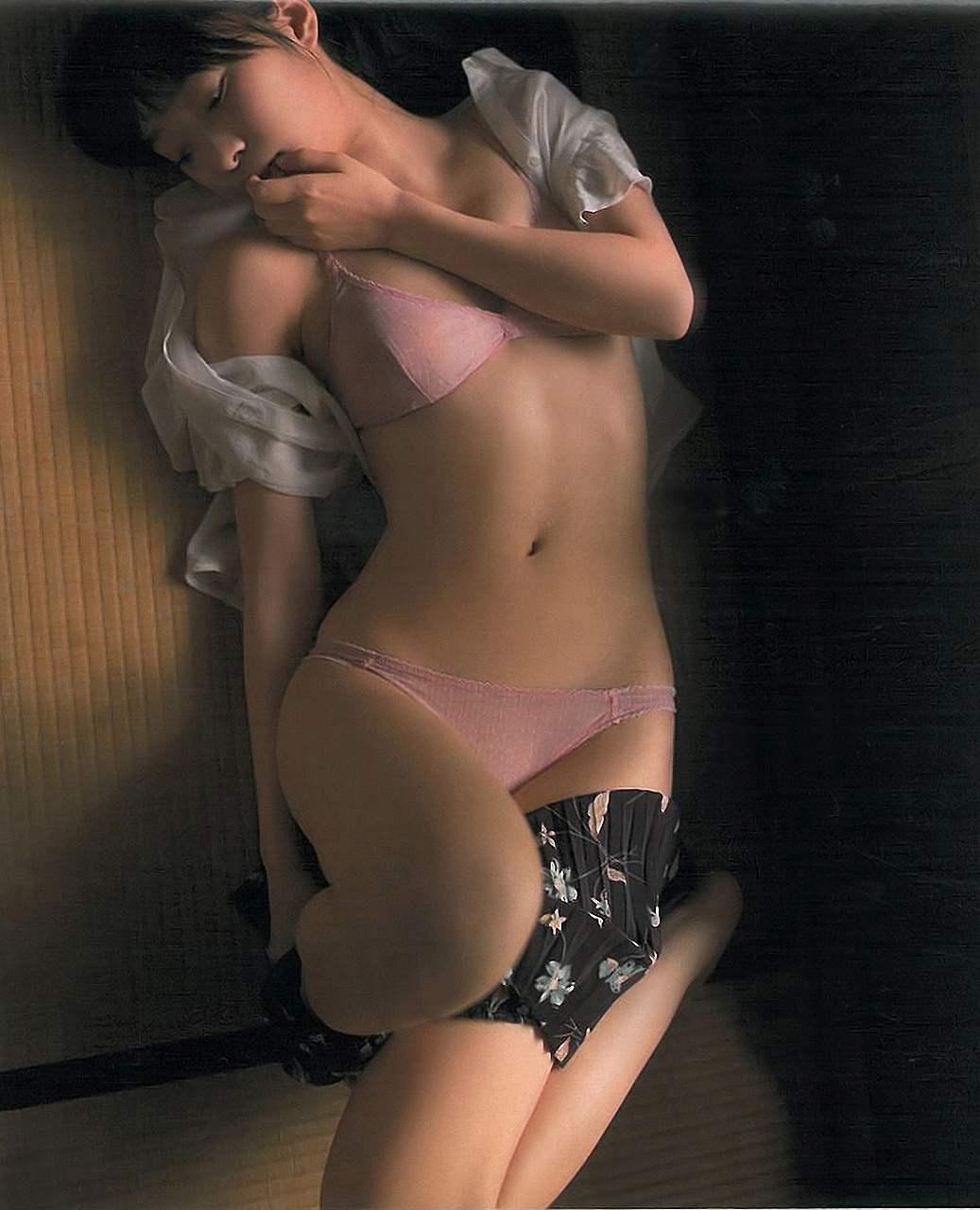 「昭和の団地妻」をテーマに撮られたHKT48・指原莉乃のグラビア