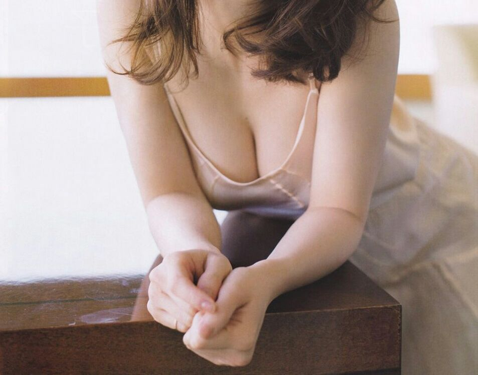 大島優子の胸の谷間