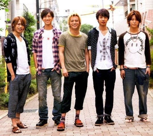KAT-TUNメンバー画像、亀梨和也の脚が短い