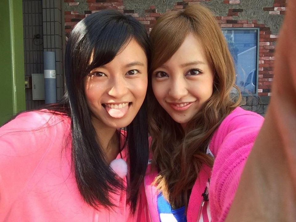 小島瑠璃子と板野友美のツーショット