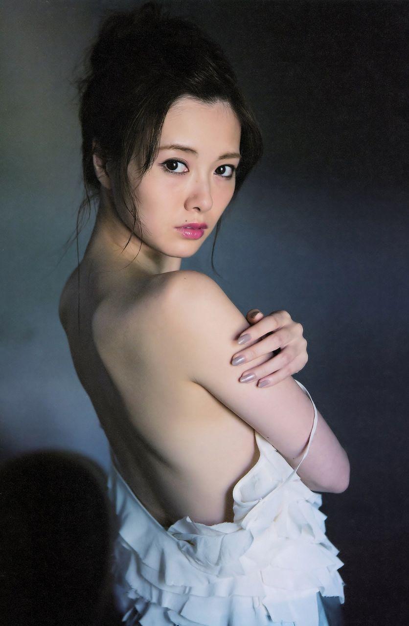 写真集「清純な大人」の白石麻衣