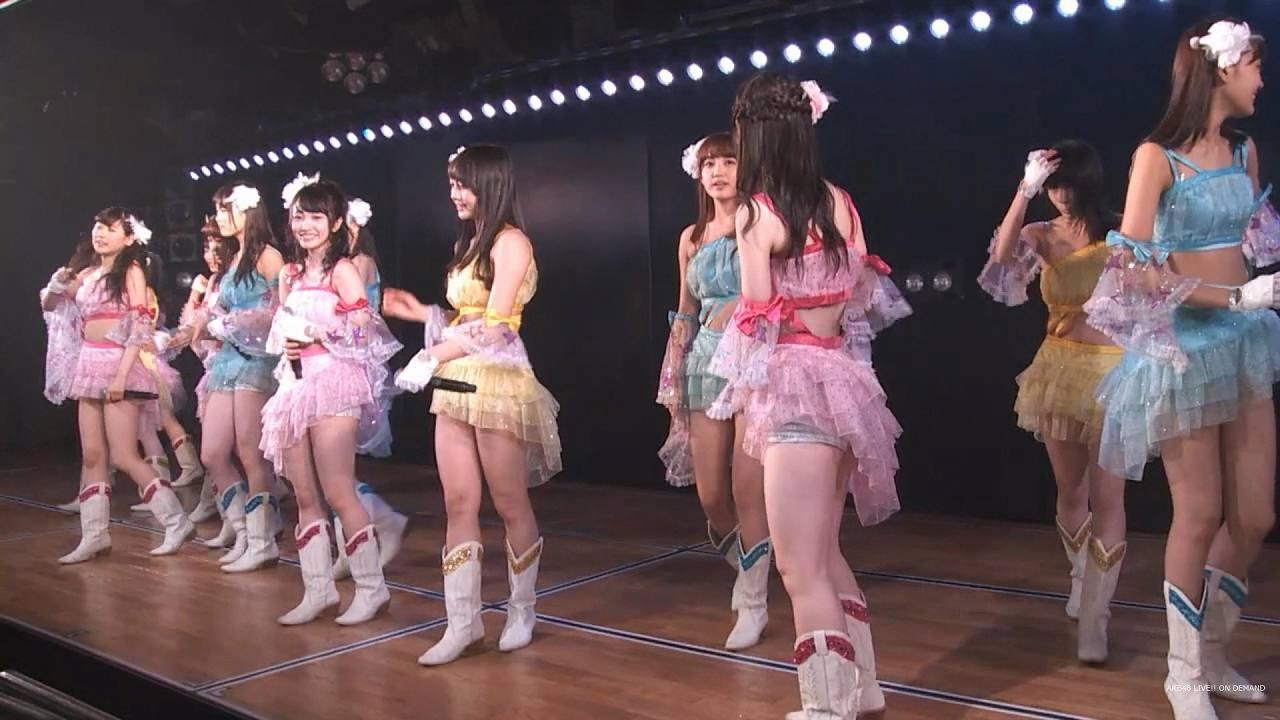 公演で衣装を着たゆいりーこと村山彩希
