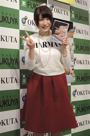 DVD「近距離彼女」の発売イベントを行ったおかもとまり