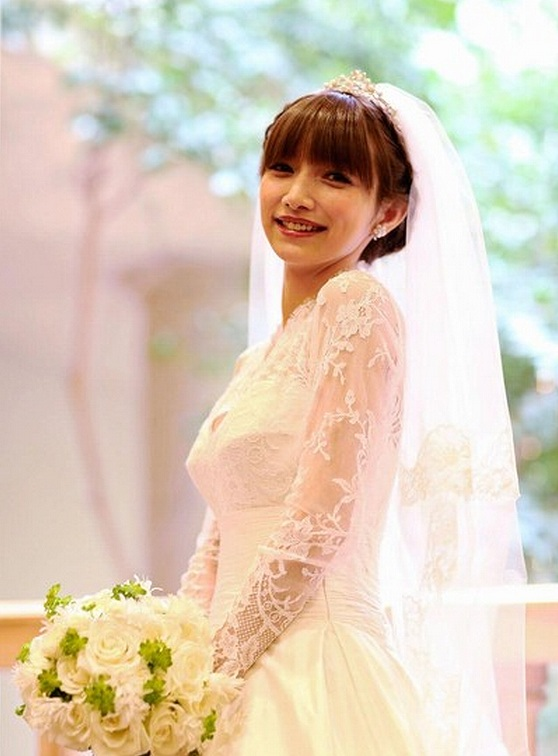 後藤真希、結婚(ウェディングドレス姿の後藤真希)