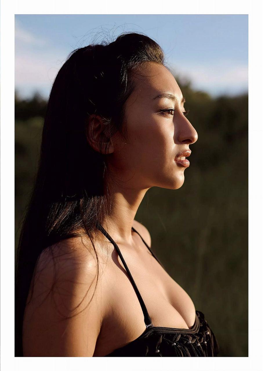 浅田舞のファースト写真集の画像