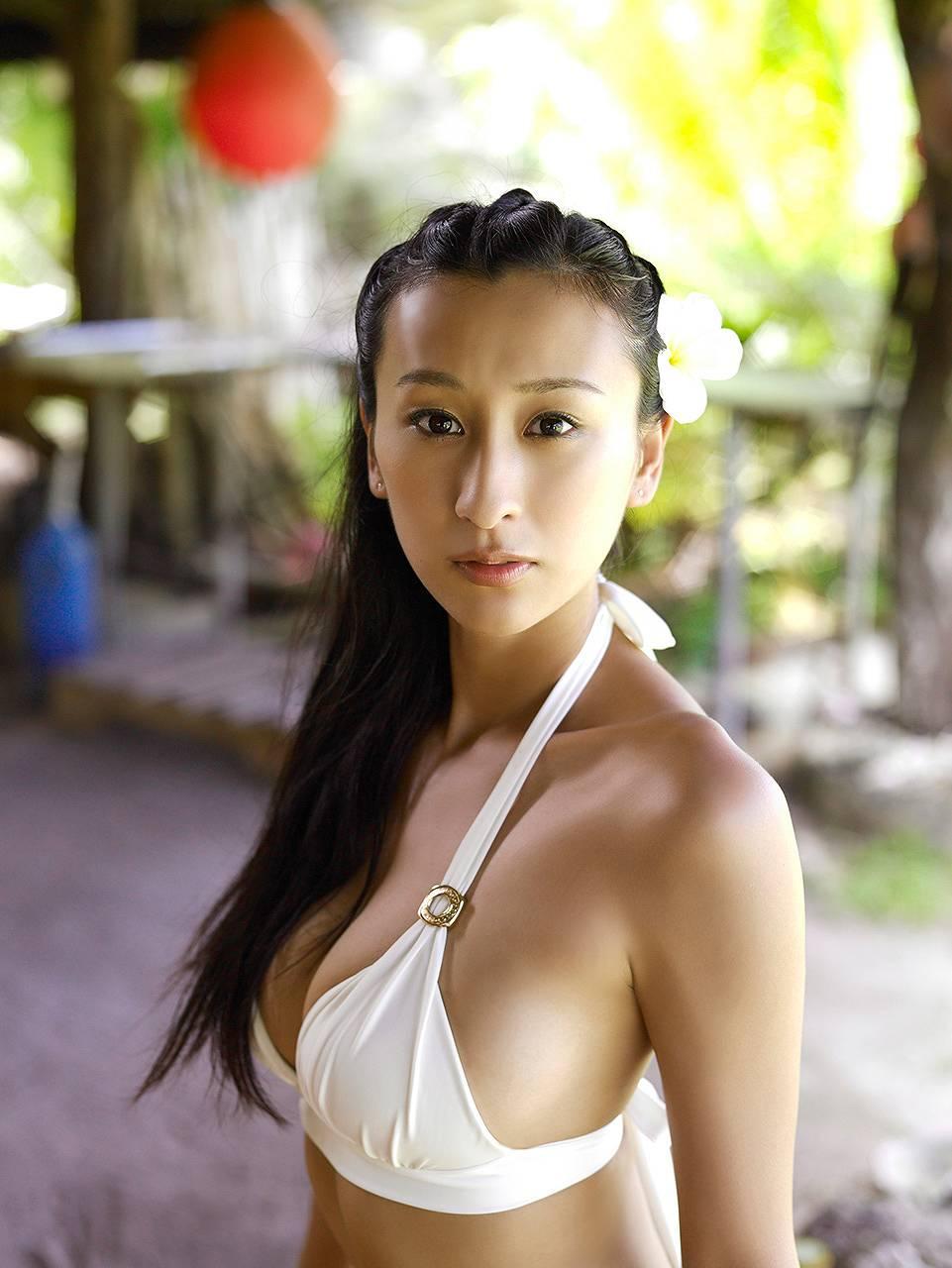 週刊プレイボーイ、浅田舞のビキニグラビア