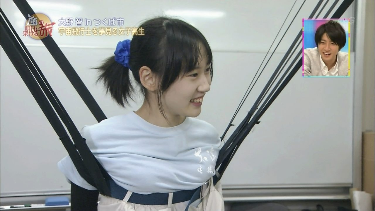 NHK、宇宙飛行士を目指す女の子の胸を持ち上げる