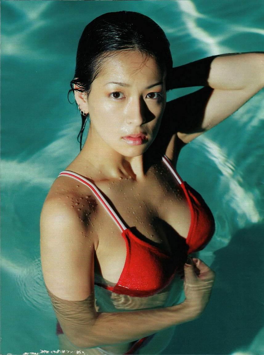 競泳水着を着た水野裕子