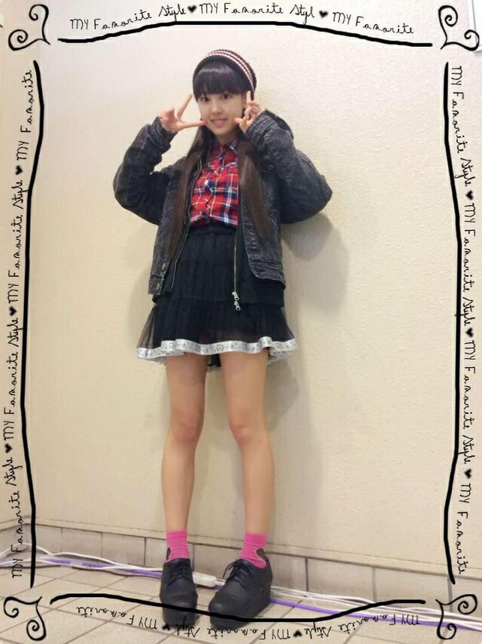 スケスケスカートを履いたモーニング娘。・飯窪春菜の純白パンツパンチラ
