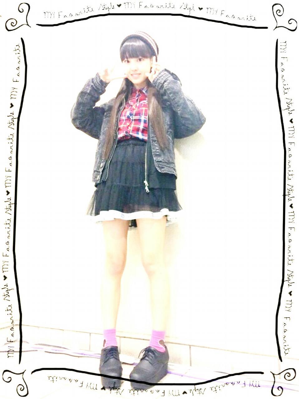 透けるスカートを履いたモーニング娘。・飯窪春菜の純白パンツパンチラ