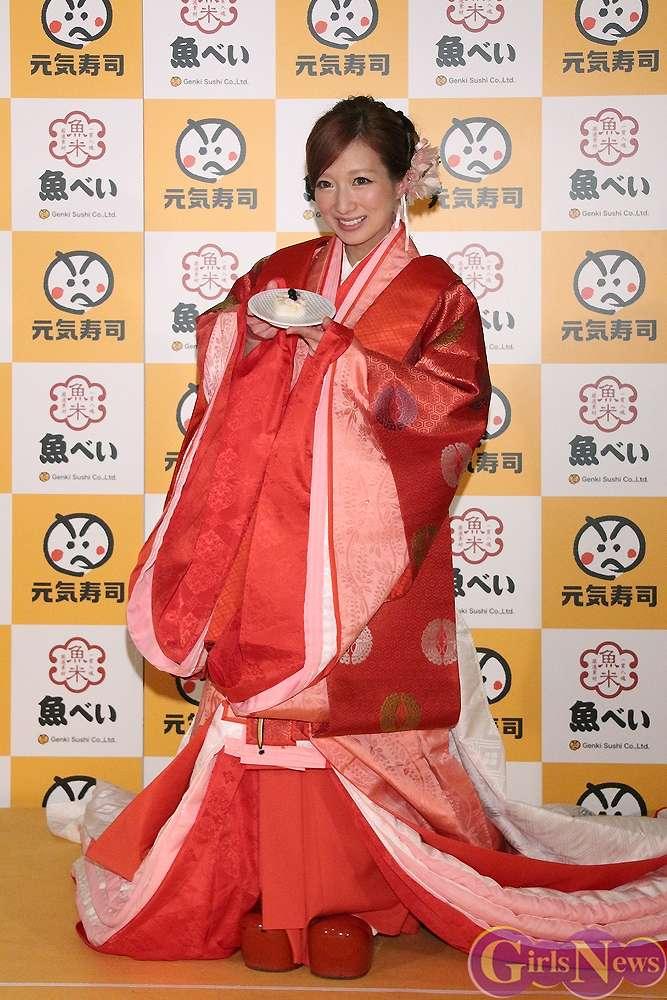「元気寿司」グループの新商品開発コンテストにゲスト審査員として参加した着物姿の辻希美