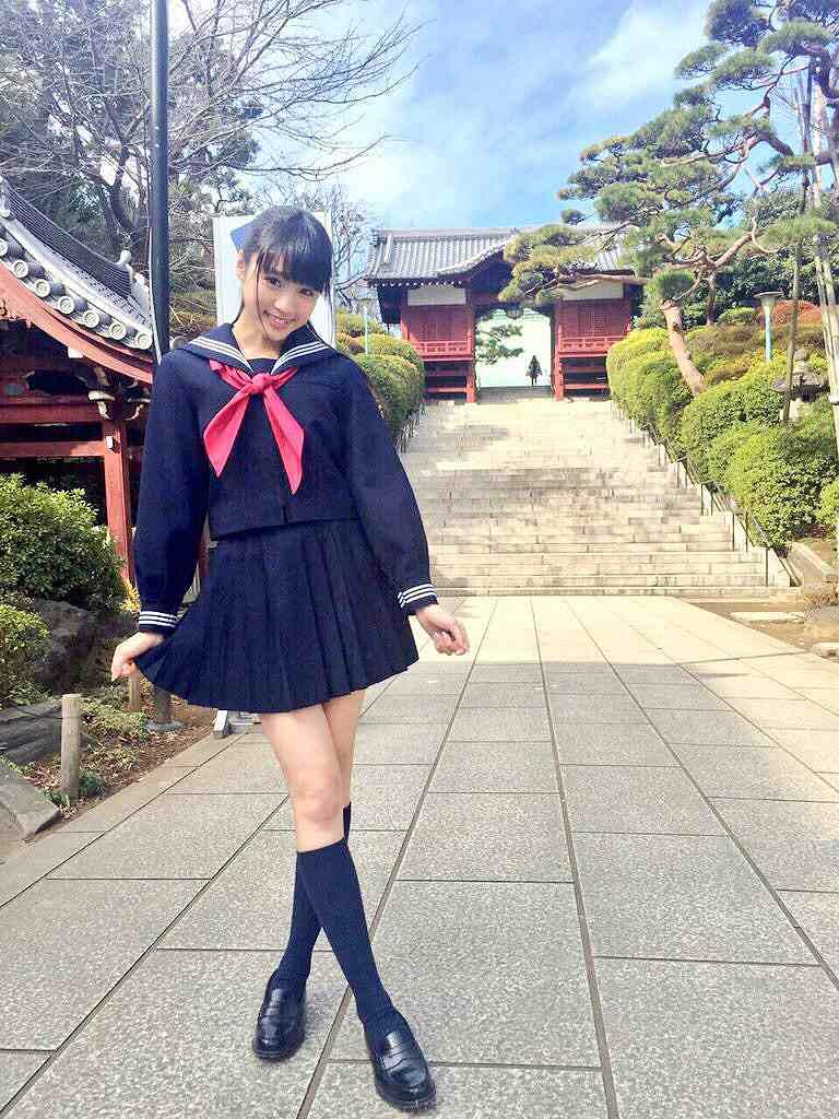 セーラー服姿の志田友美