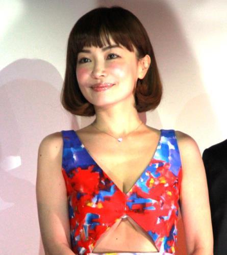「GOLD×LEON The eve of F1 エキサイティングナイト」にセクシーなドレスで登場した平子理沙