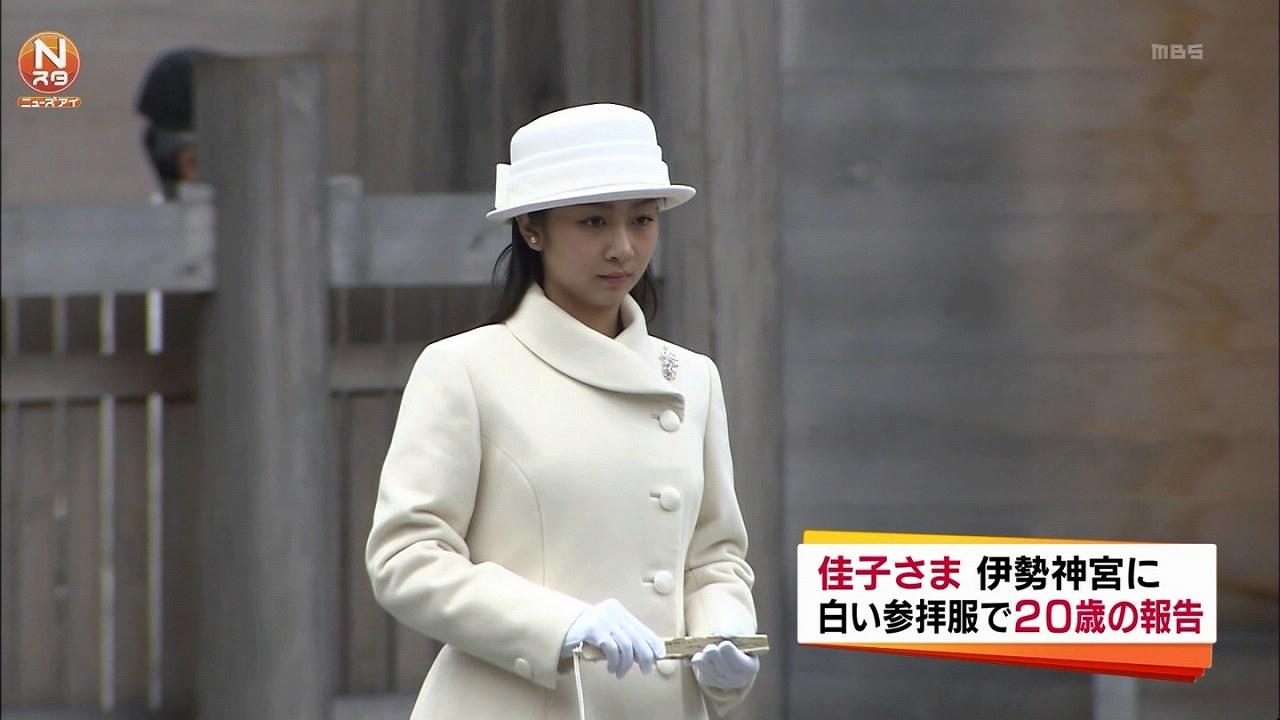 白いドレス姿で伊勢神宮を参拝した佳子さま