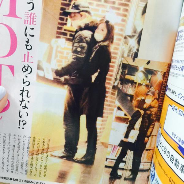 女性セブンが撮った北川景子とDAIGOの書店デート画像、六本木の書店でハグをしまくり首筋にキス