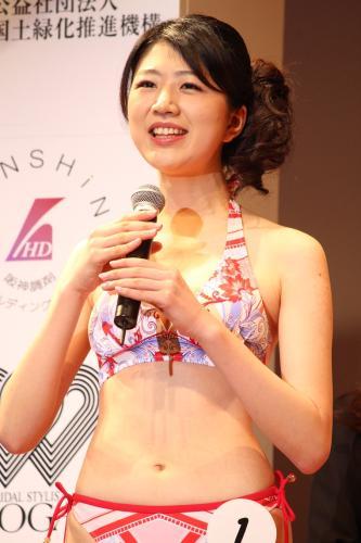 2015年度・準ミス日本の秋山果穂の水着姿(水着審査)