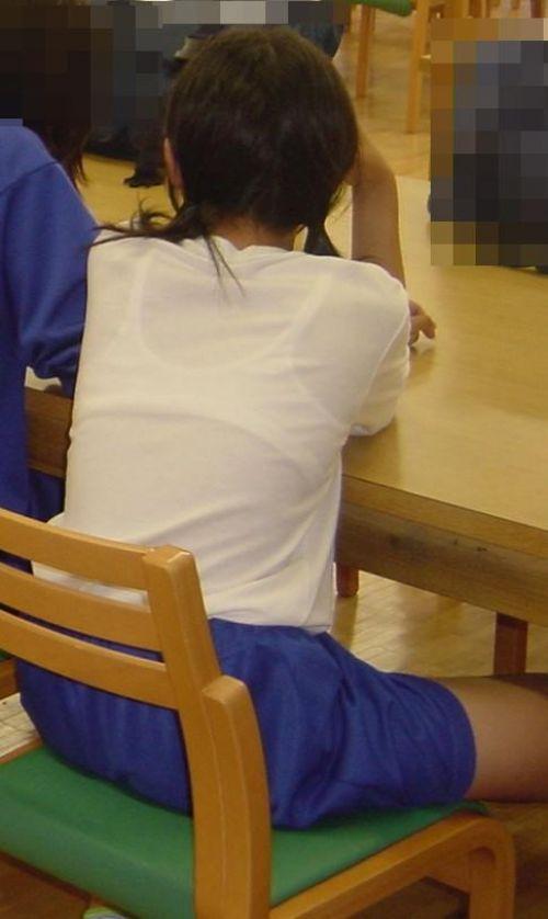 体操着からブラジャーが透けてる女の子