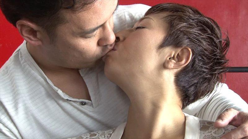 みかんを咥える西川史子