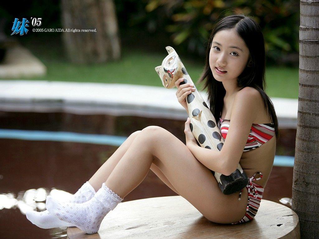 小学生のころの紗綾ビキニ水着グラビア