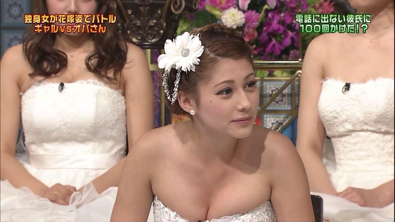 「踊る!さんま御殿!!」にウェディングドレスで出演したダレノガレ明美のおっぱい