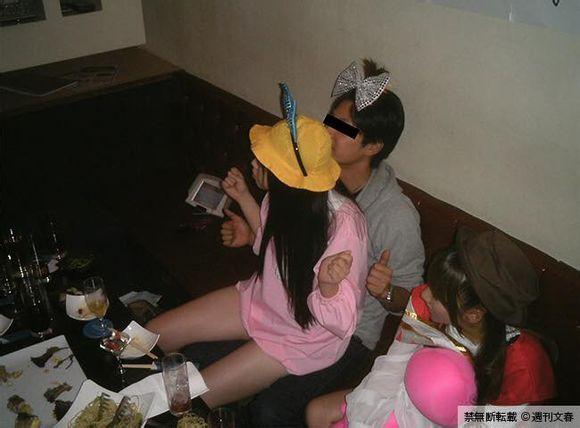 週刊文春の記事画像、AKB48運営幹部と痴態を演じた峯岸みなみ「未成年泥酔乱行」写真