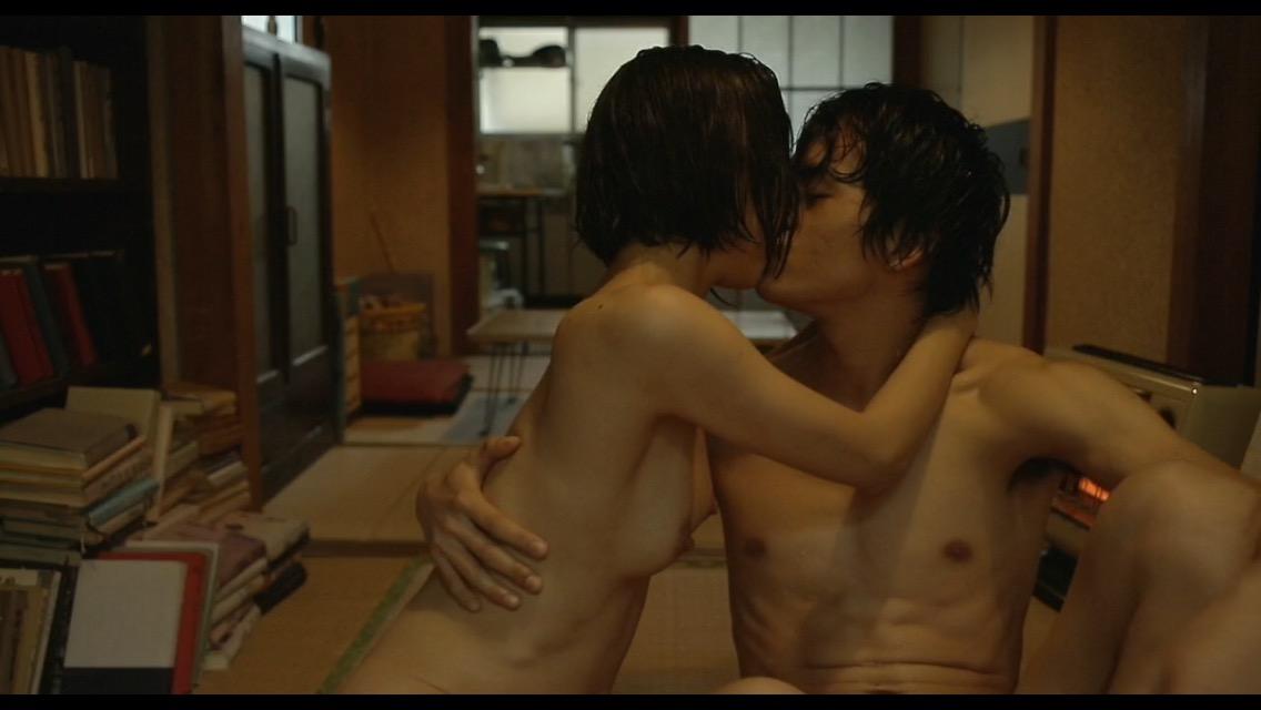 映画「海を感じる時」で濡れ場を演じた市川由衣の乳首