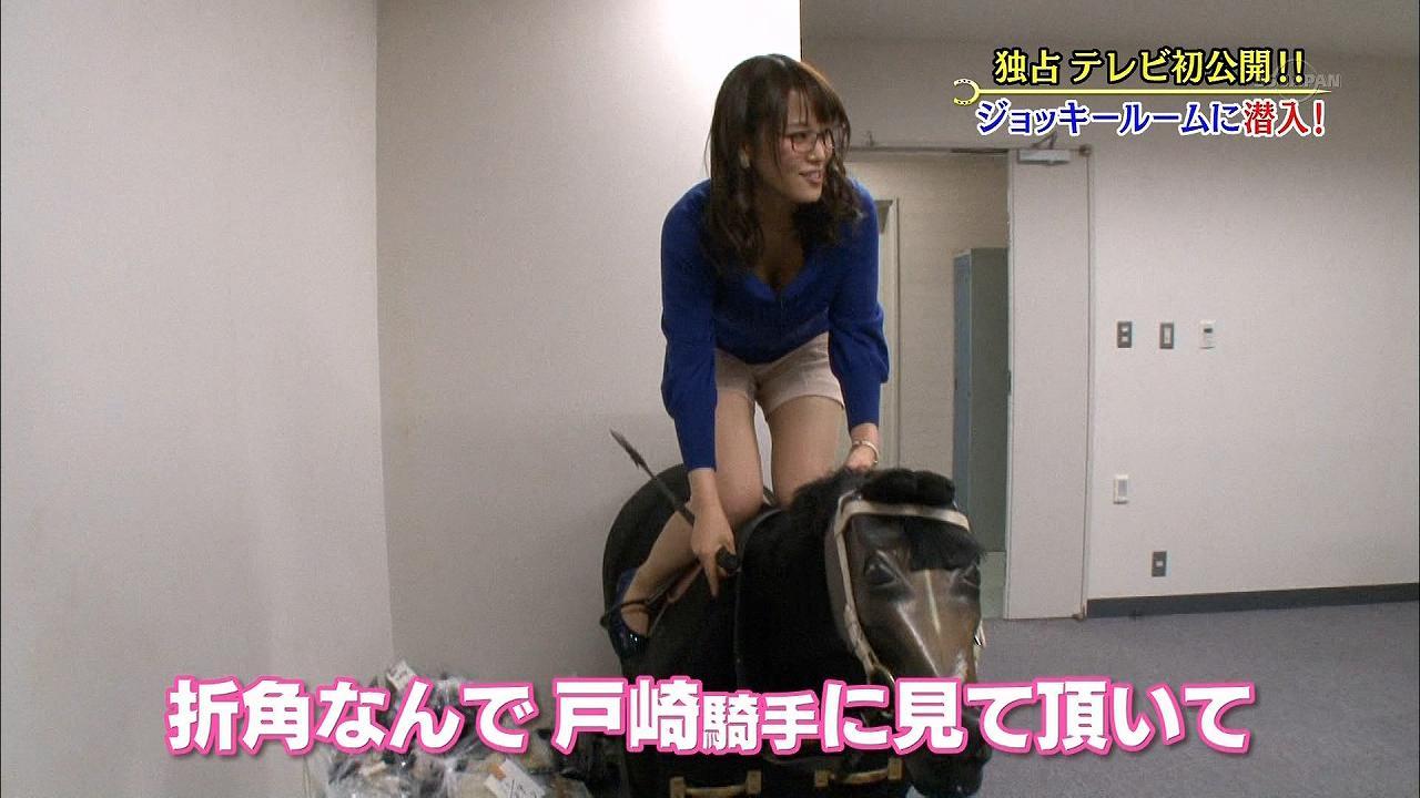 「ウイニング競馬」で木馬に騎乗した鷲見玲奈アナ