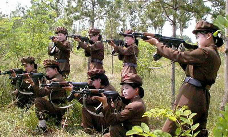 北朝鮮の女子小学生