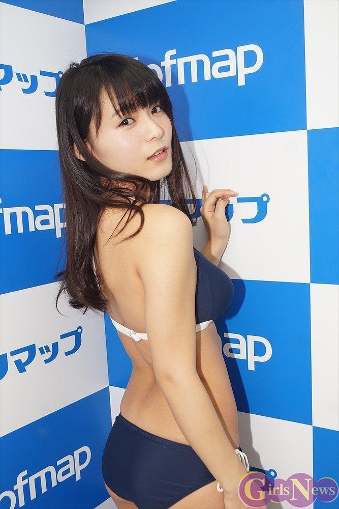 DVD『桜のとき』発売記念イベントでビキニのスクール水着を着た星名美津紀