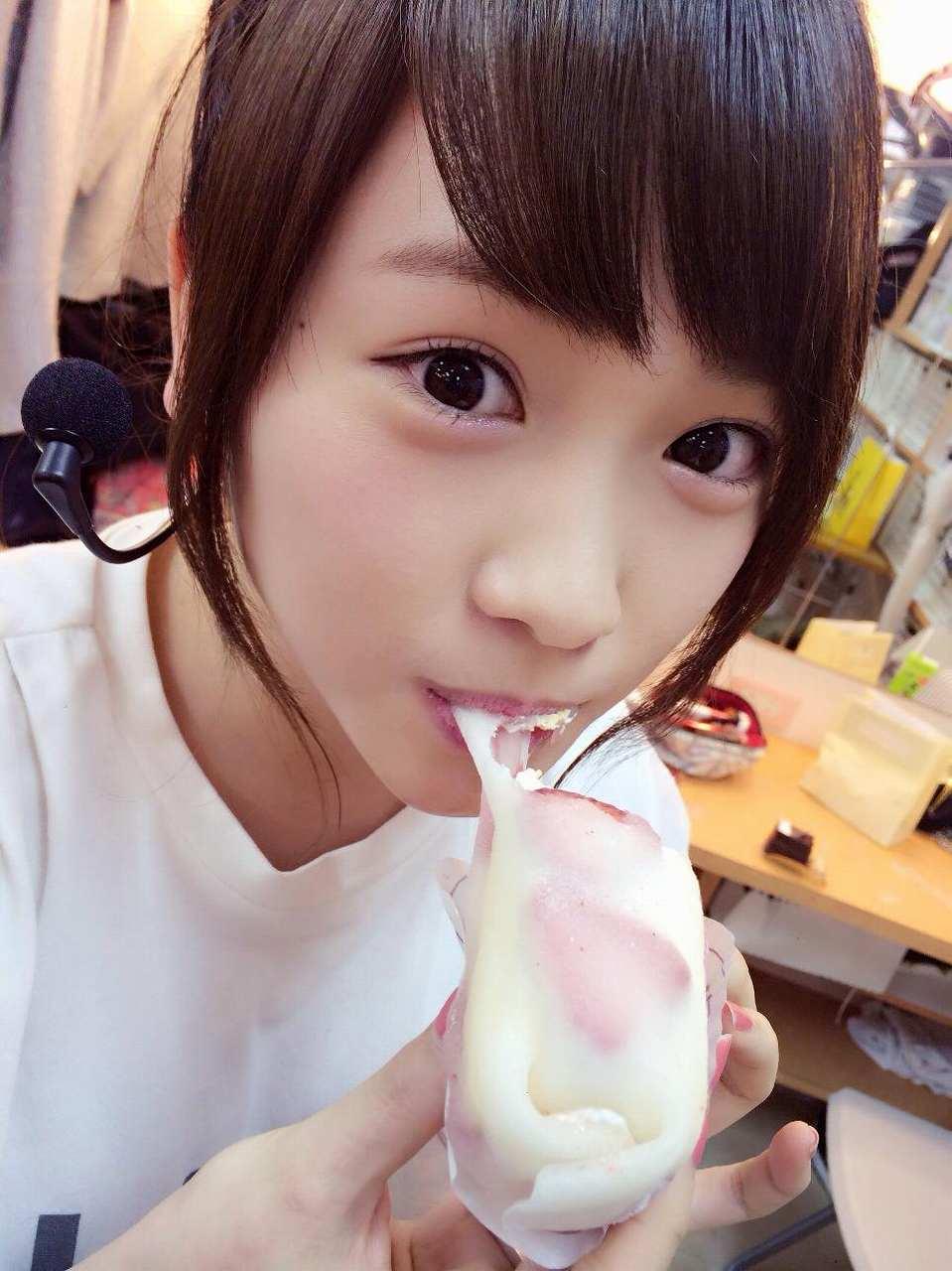 AKB48・川栄李奈の疑似フェラ(口内発射)画像