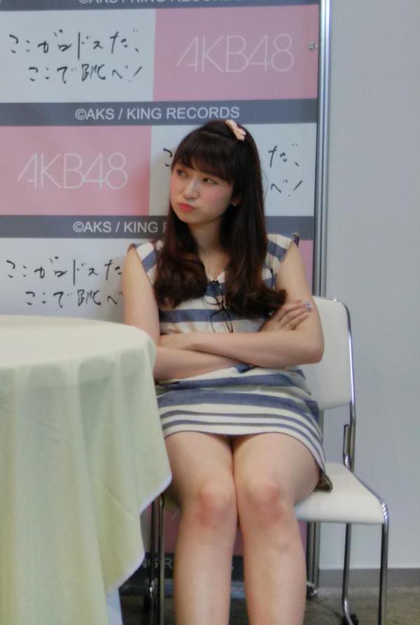写メ会でミニスカートを履いてパンチラするNMB48の吉田朱里