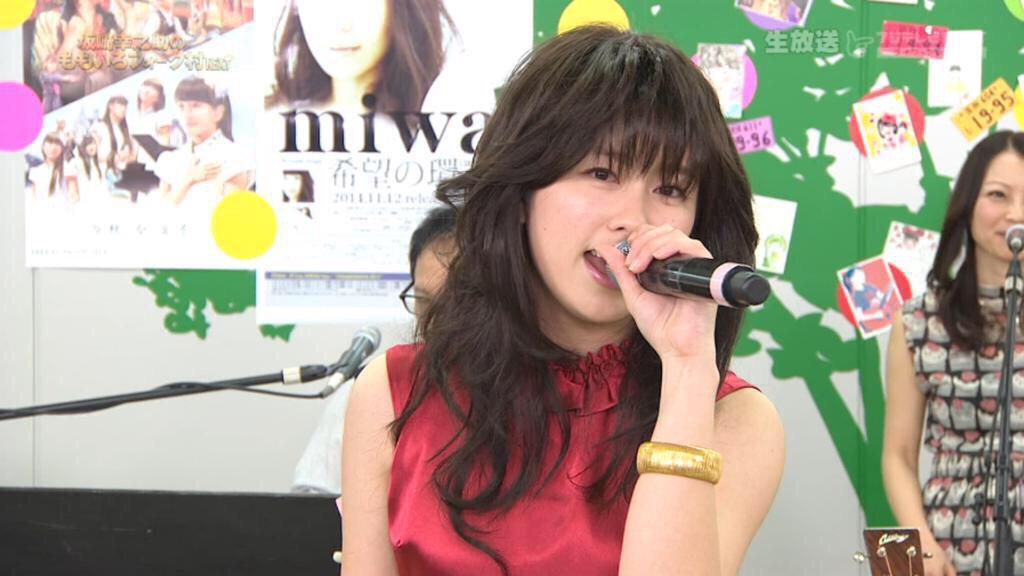 中森明菜風のメイクと衣装で「少女A」を歌うももいろクローバーZのピンク・佐々木彩夏