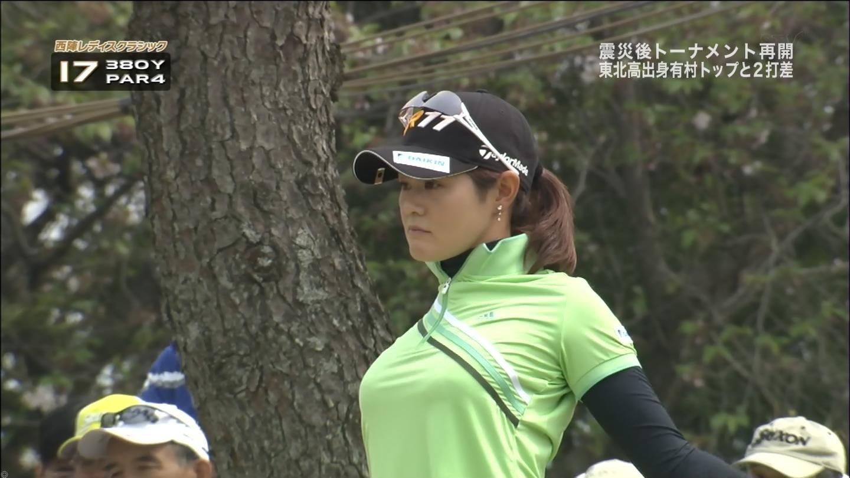 女子プロゴルファーの胸